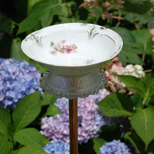 diy-bird-bath-projects-3
